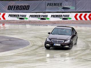 A finnországi Premier Parkban...vezetni is tanít a Tikkurila...