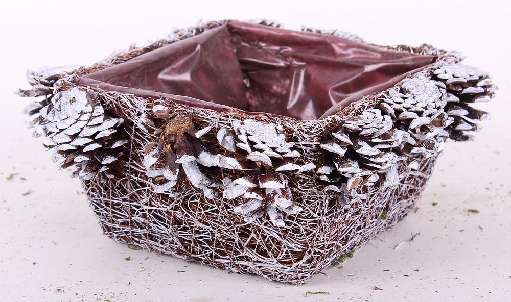Karácsonyi bedíszített termékek, koszorúk, virágkötészeti kellékek
