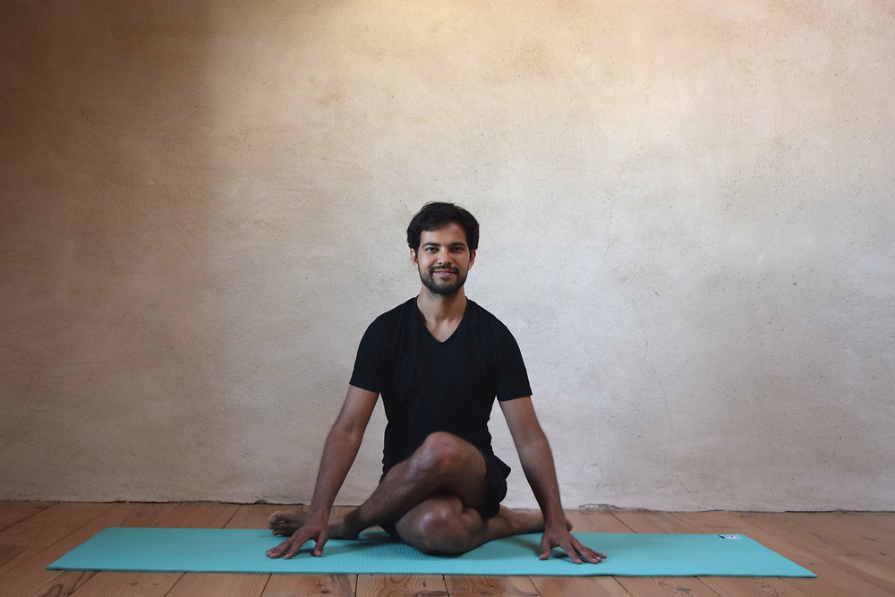shoelace yin yoga pose Philipp Sharma mindtastic.life