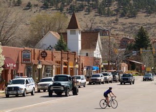 Surrounded by beautiful sandstone rock formations, Lyons, CO is an excellent starting point for many excellent Front Range rides!