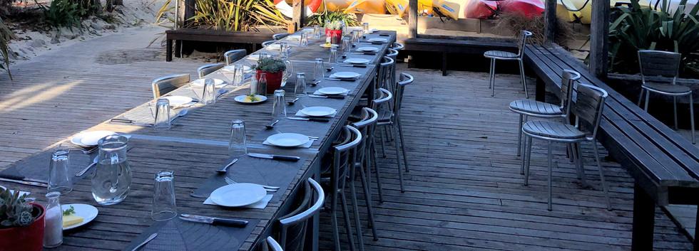 エイベルタズマン国立公園ロッジのディナーテーブル