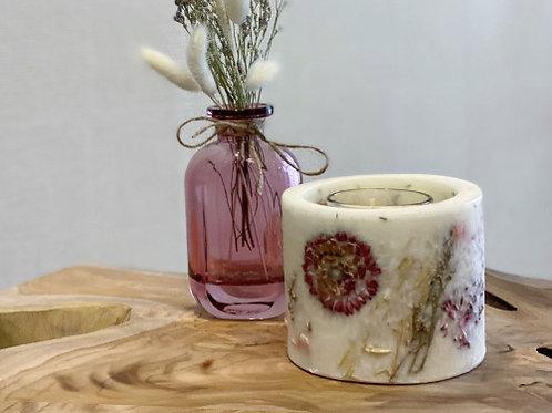 עששית פרחים יבשים עם נר-יסמין