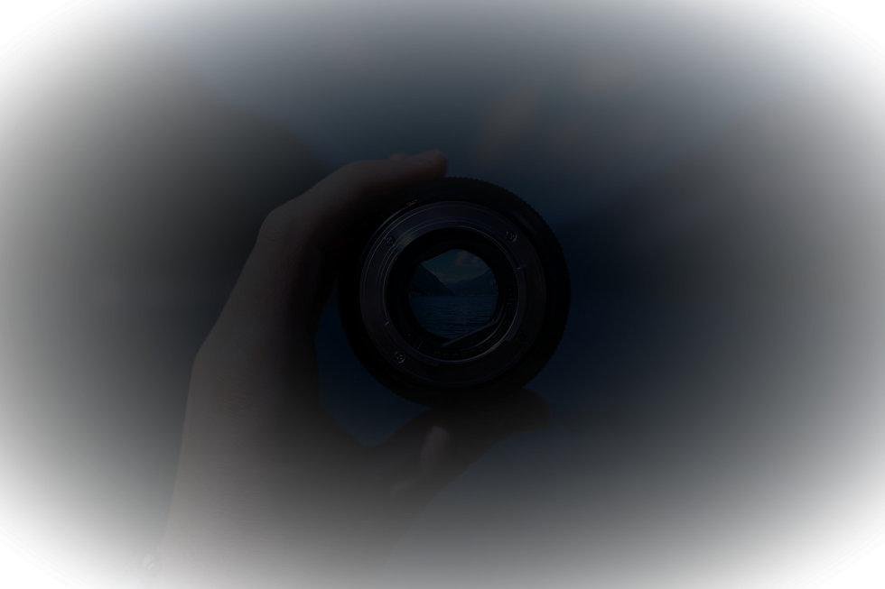 lens-1209823_1920_edited.jpg