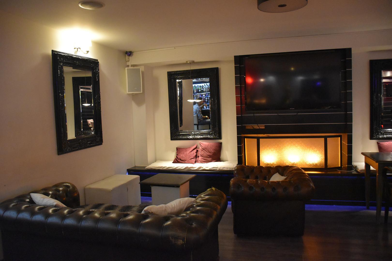 Tiago's bar Schuman.JPG