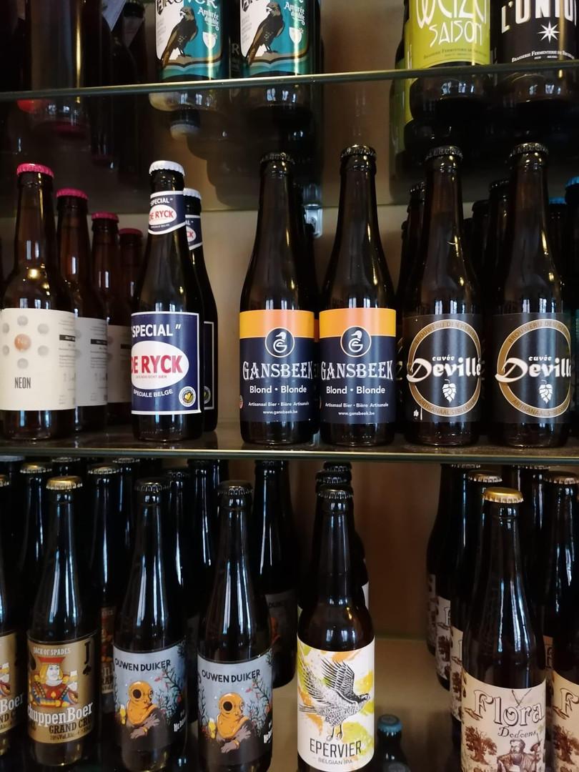 Dekkera bar and shop Gansbeek