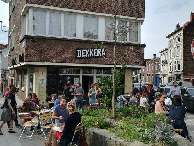 Dekkera bar and shop Gansbeek