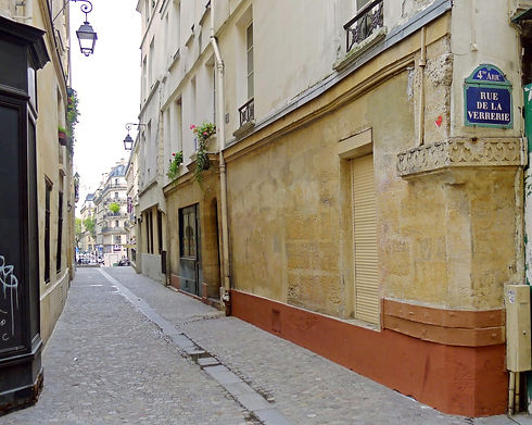 P1210366_Paris_IV_rue_Saint-Bon_rwk_edited.jpg
