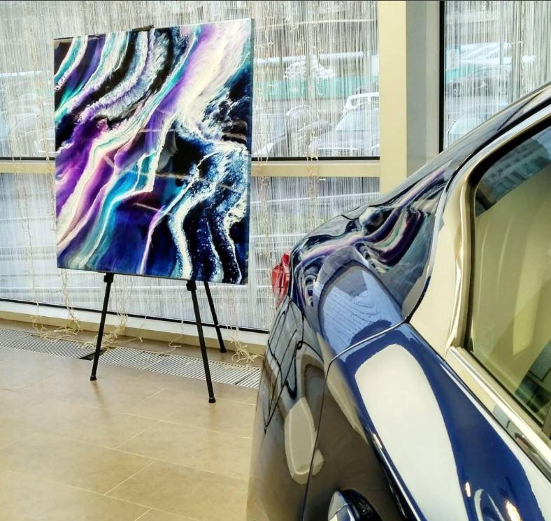 картины в интерьер, экспозиция в автосалоне Infiniti на Таганке