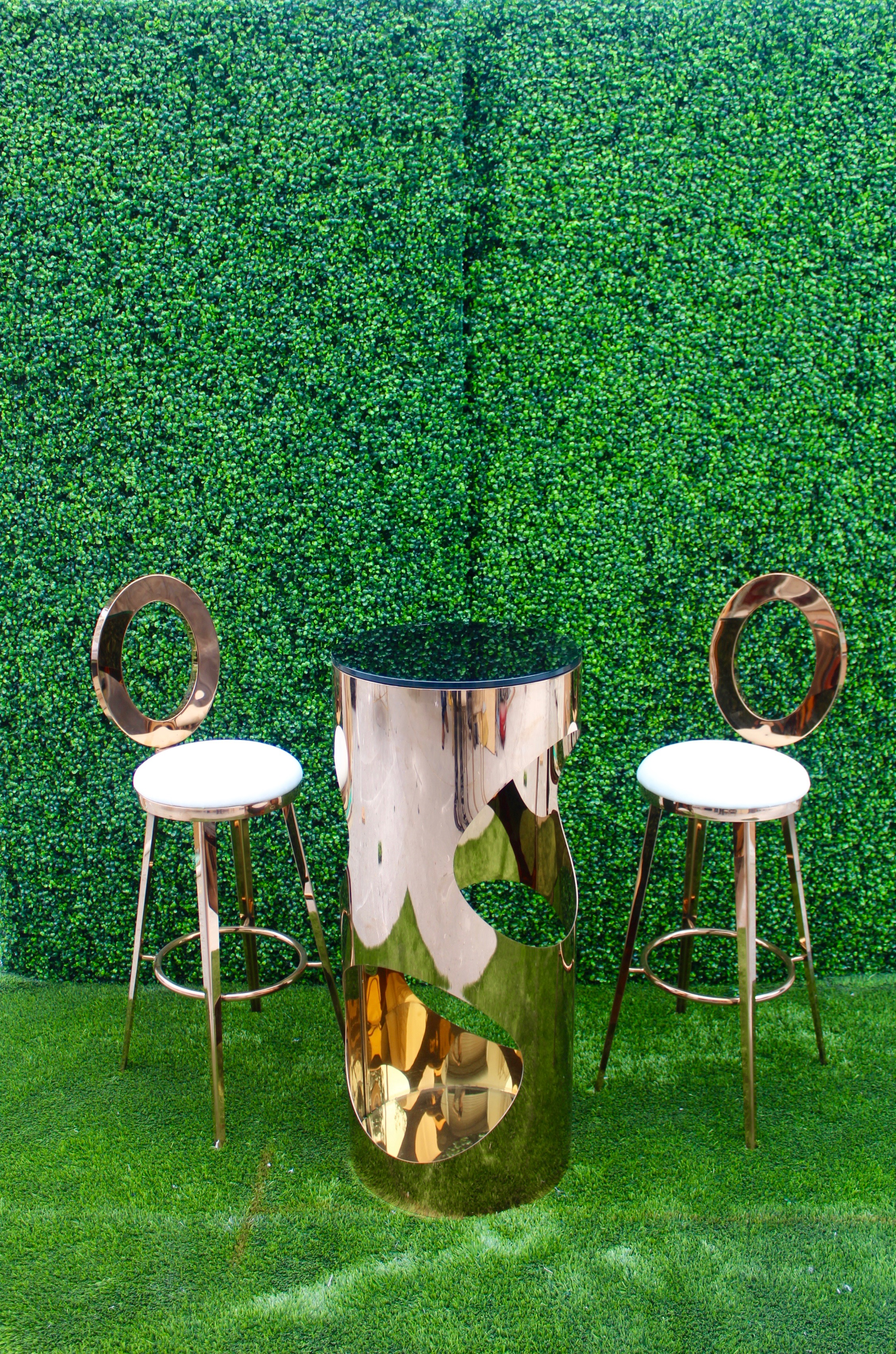 Lola Cocktail Table w/ Dior Barstool
