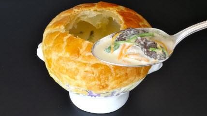 La_soupe_d'huîtres_en_croute.jpg