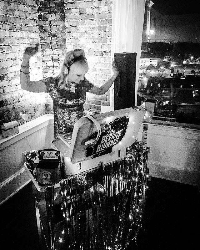 Hannah bringing the DISCO to the Studio 54 Party at _thepenthouseilm last night! 🐝🎧⚡️😻✨ (swipe 👉