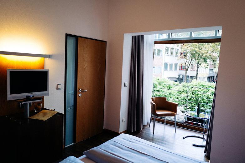 Lint-Hotel-Zimmer13-mit-blumen-1220329.jpg