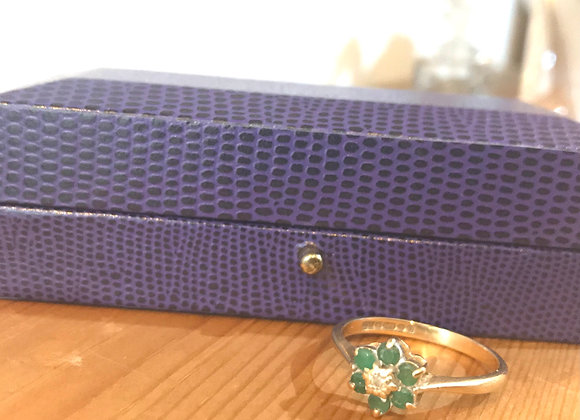 Vintage Emerald Flower with Dimond centre Gold