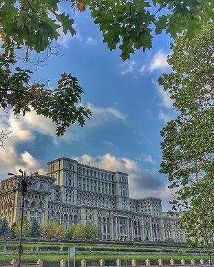 Bukarest Parlamentuluil web.jpg