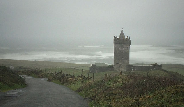 Doonagore Castle wild atlantic way Couty Clare Ireland Irland road trip