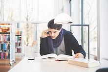 El estudiar en una biblioteca