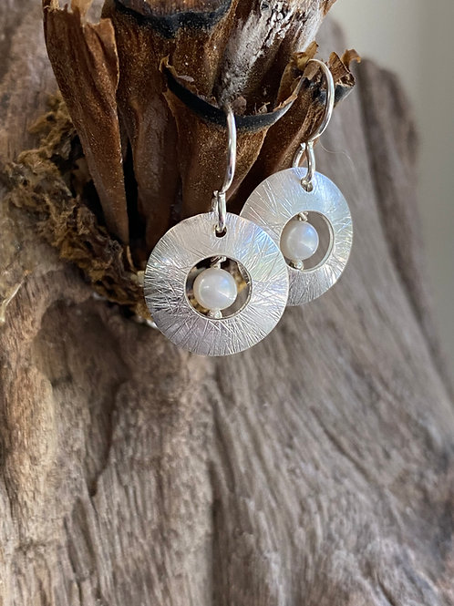 Hammered Freshwater Pearl & Sterling Silver Convex Disk Small Earrings