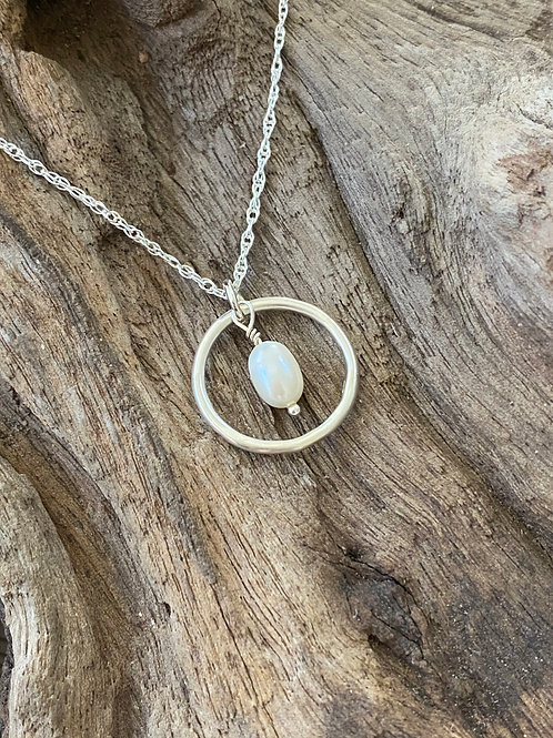 Birthstone circle necklace June - Sterling silver, Freshwater Pearl