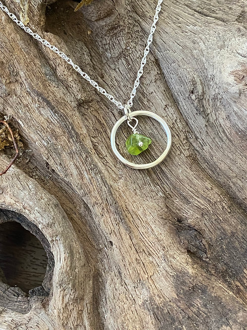 Birthstone circle necklace August - Sterling silver, Peridot Gemstone