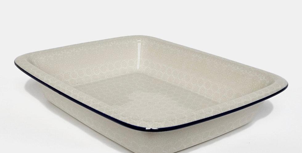 Large Lipped Baking Dish in White Trellis