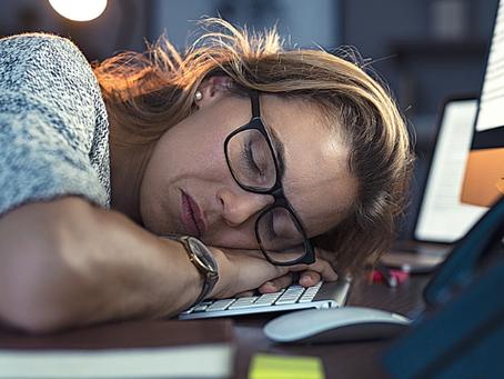 """Síndrome de Burnout não é """"frescura"""": saiba como ter mais equilíbrio entre carreira e maternidade"""