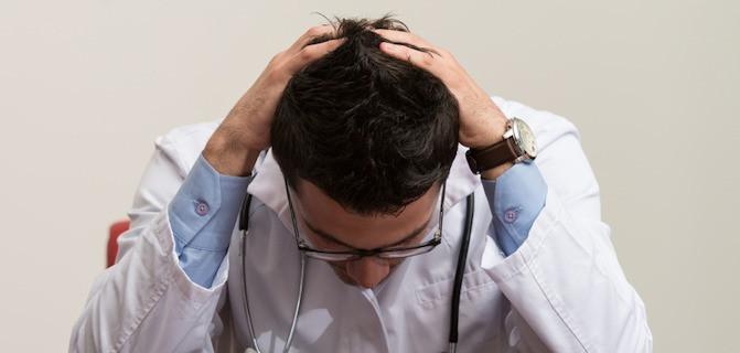 Médicos com problemas financeiros