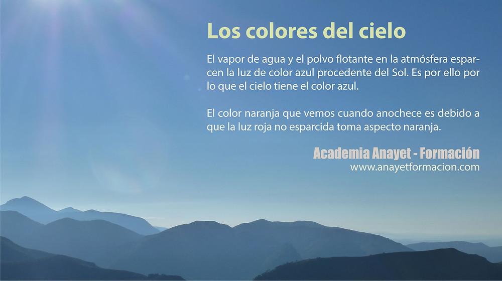 El vapor de agua y el polvo flotante de la atmósfera esparcen La Luz del color azul procedente del sol...