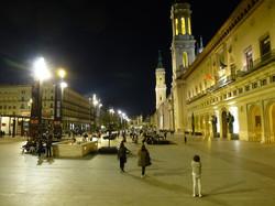 Plaza del Pilar iluminada