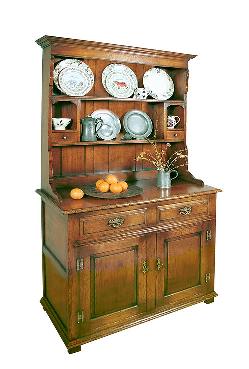 TL50P Welsh dresser with 2 cupboards and 2 drawers.
