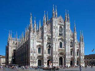 Milan_Cathedral_from_Piazza_del_Duomo le