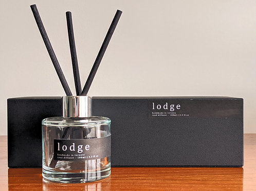 lodge diffuser - cognac, pine needles and sandalwood