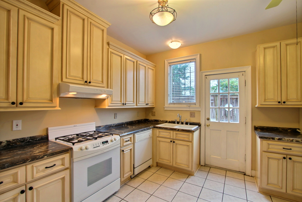 Three-Oaks-Realty-Company-509 Tattnall-Kitchen2