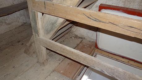 Denkmalpflege - Treppe / Boden Holz vorher