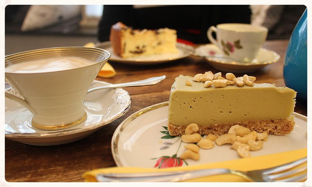 Yummy Müslibar Köln Belgisches Viertel Raw Cake