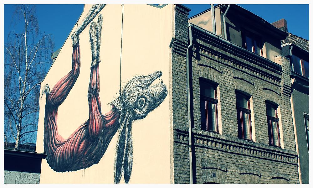 Street Art Köln Ehrenfeld Senefelder Straße hängender Hase ROA