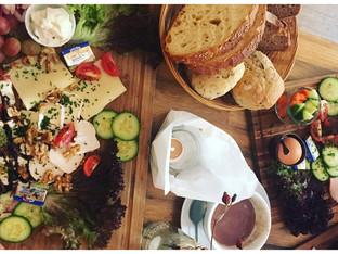 Nippes: Café Wohnraum – Frühstück deluxe