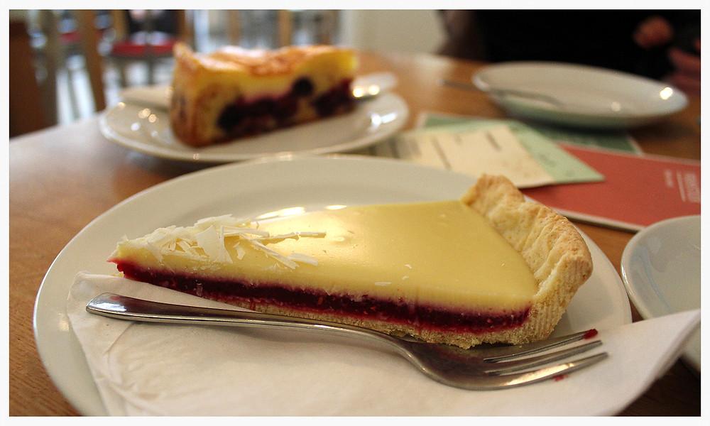 Weiße-Schokolade-Himbeer-Kuchen Café Dein & Mein Köln Agnesviertel