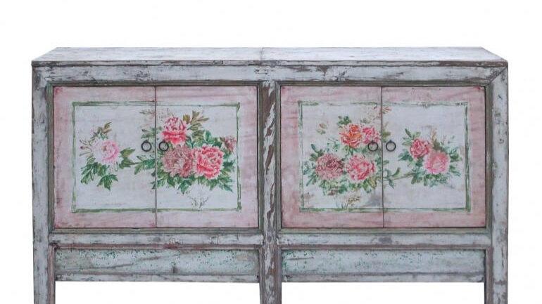 Antikes Sideboard mit Rosen