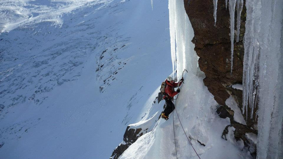 Fi Ice Climbing Chancer on Hells Lum in the Cairngorms