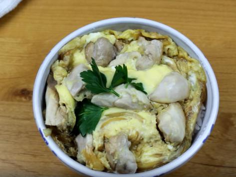 "Crunchyroll #89: Oyakodon from ""Kakuriyo Bed and Breakfast"""