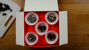 "Crunchyroll #122: Hestia's Valentine's Chocolates from ""Is It Wrong To Pick Up Gir"