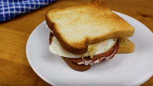 "Crunchyroll #103: Breakfast Sandwich from ""Free! Eternal Summer"""