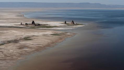 Cheminées au bord de l'eau
