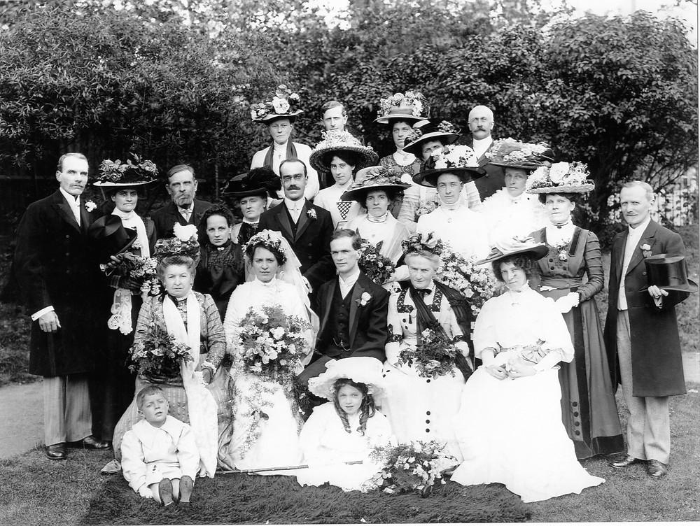 Flickr - Neville and Rita Clark (children), George and Lilian Preston (bride and