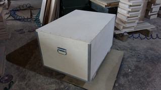 Фанерный ящик на алюминиевых уголках