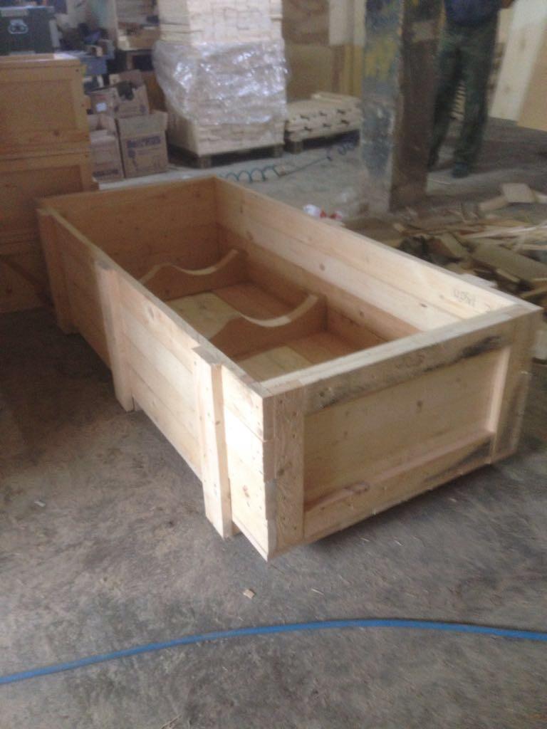 Деревянный дощатый ящик