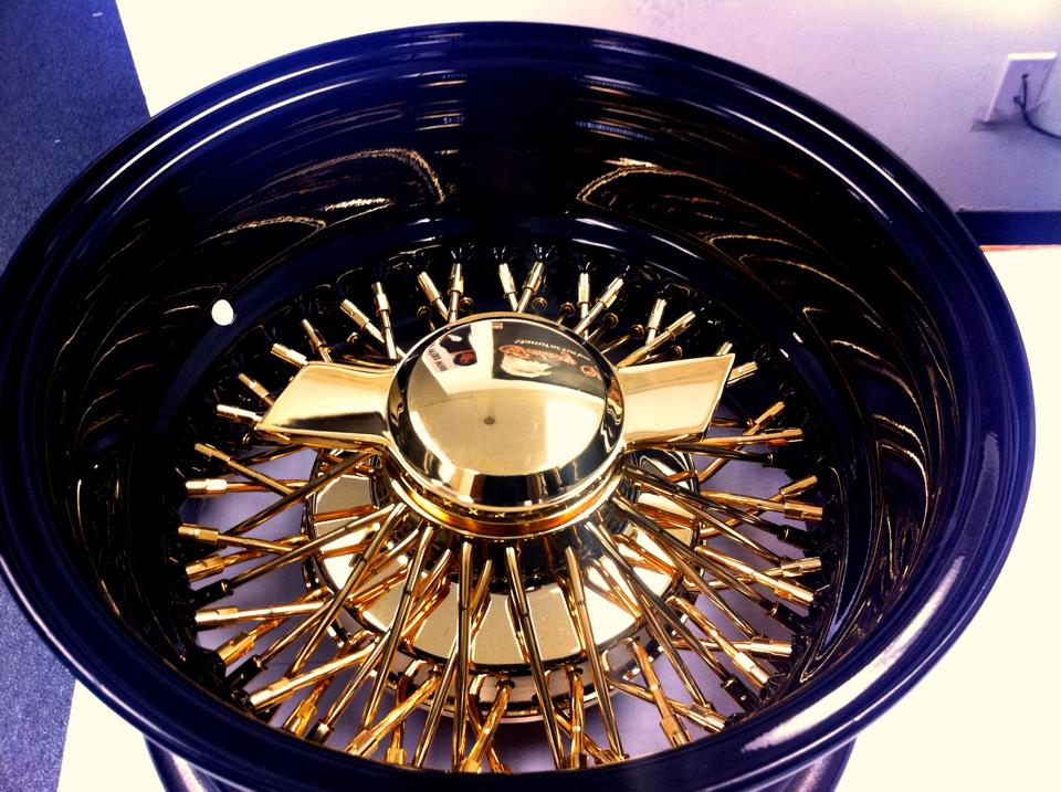 72 Spk XLaced Gold Center Black Dish