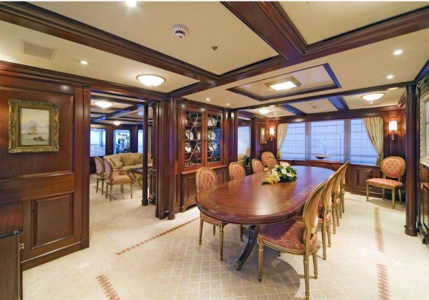Ollrich Yachts - Table