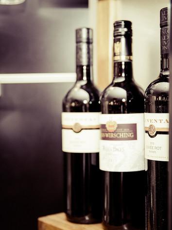 wine-928256_1920.jpg