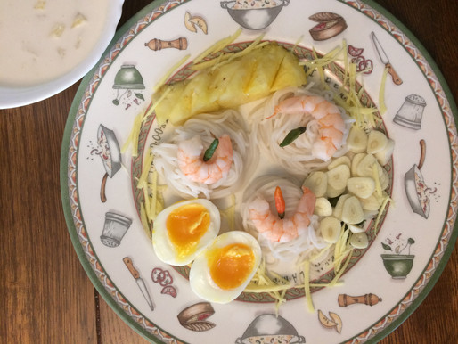 Cold Noodles With Prawns and Pineapple